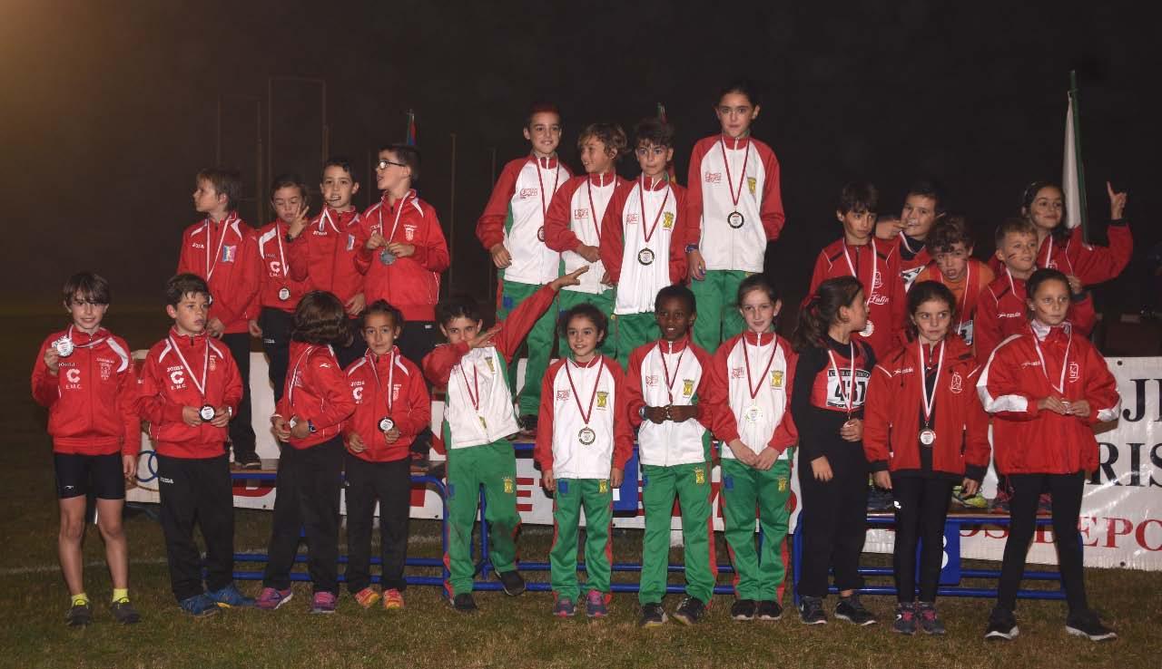 29-10-podium-8x50-2